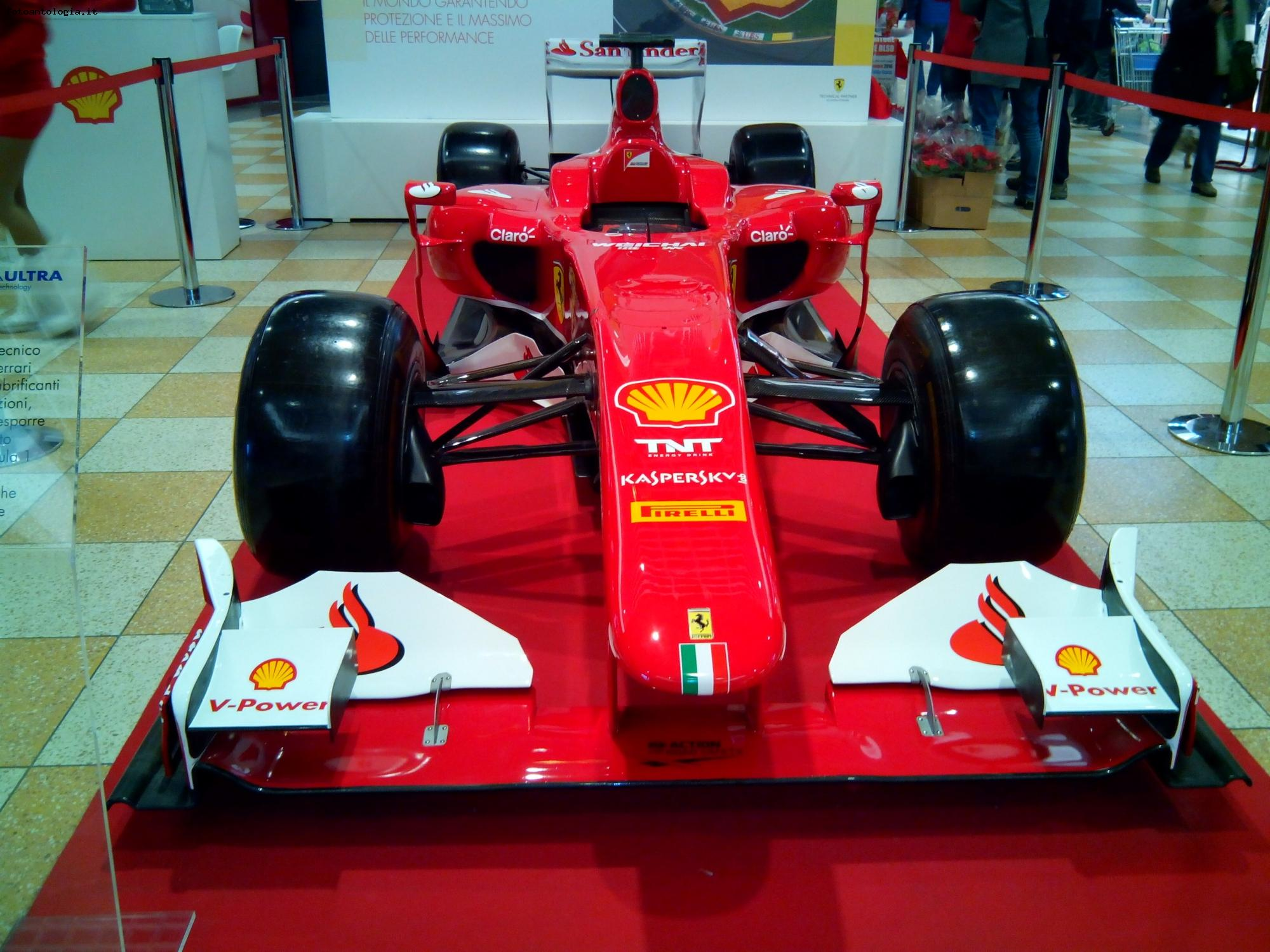 Milano, showroom Ferrari
