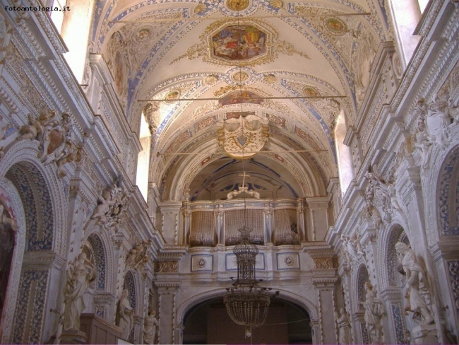 Regalbuto - interno di chiesa